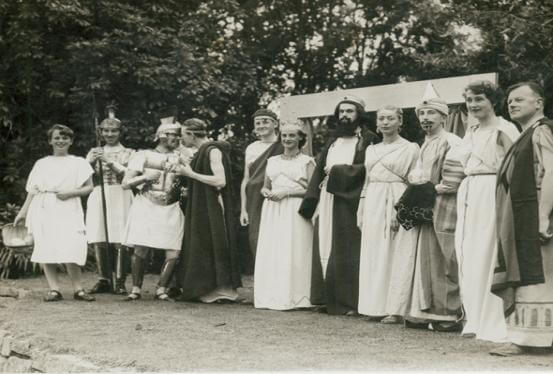 The cast of 'Laodice' in 1954