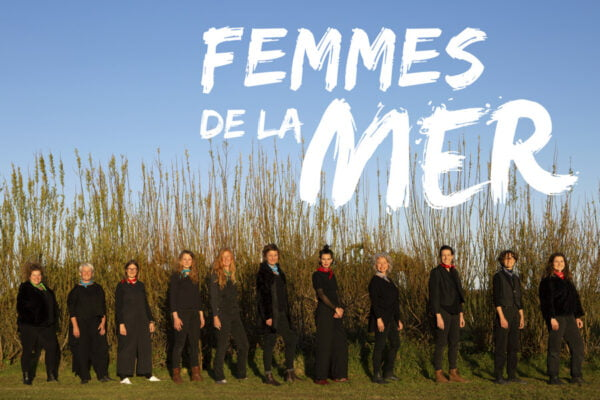 Femmes de la mer lined up with text above them
